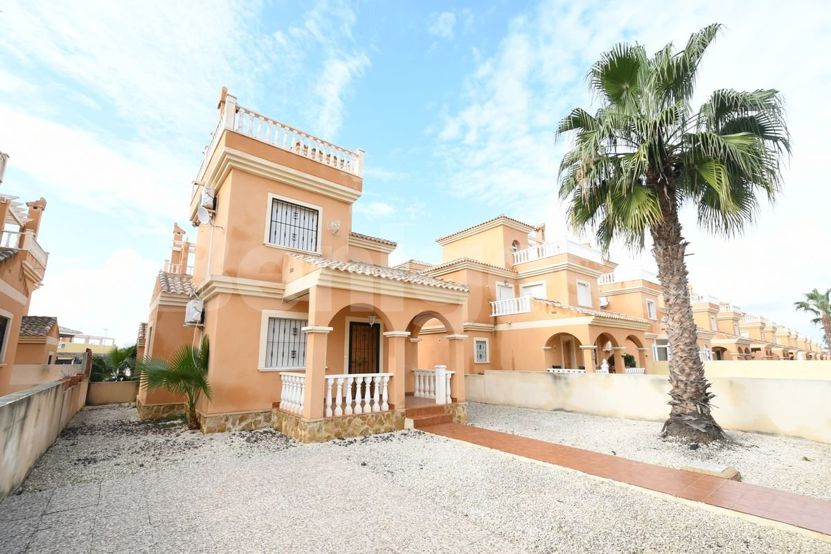 Detached 2 bedroom villa in Lo Crispin
