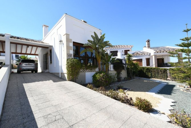 Beautiful three bedroom detached villa in La Finca