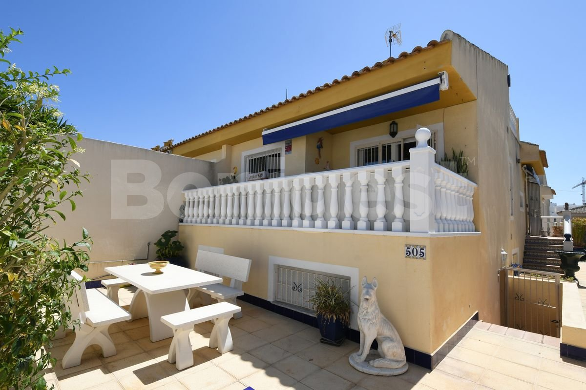 Semi-Detached Villa en Benimar