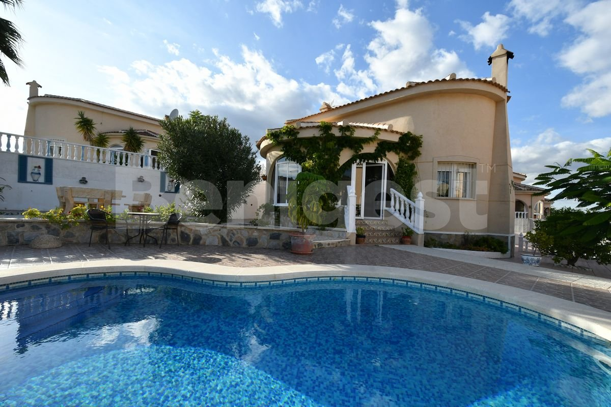 Corner detached villa with private pool