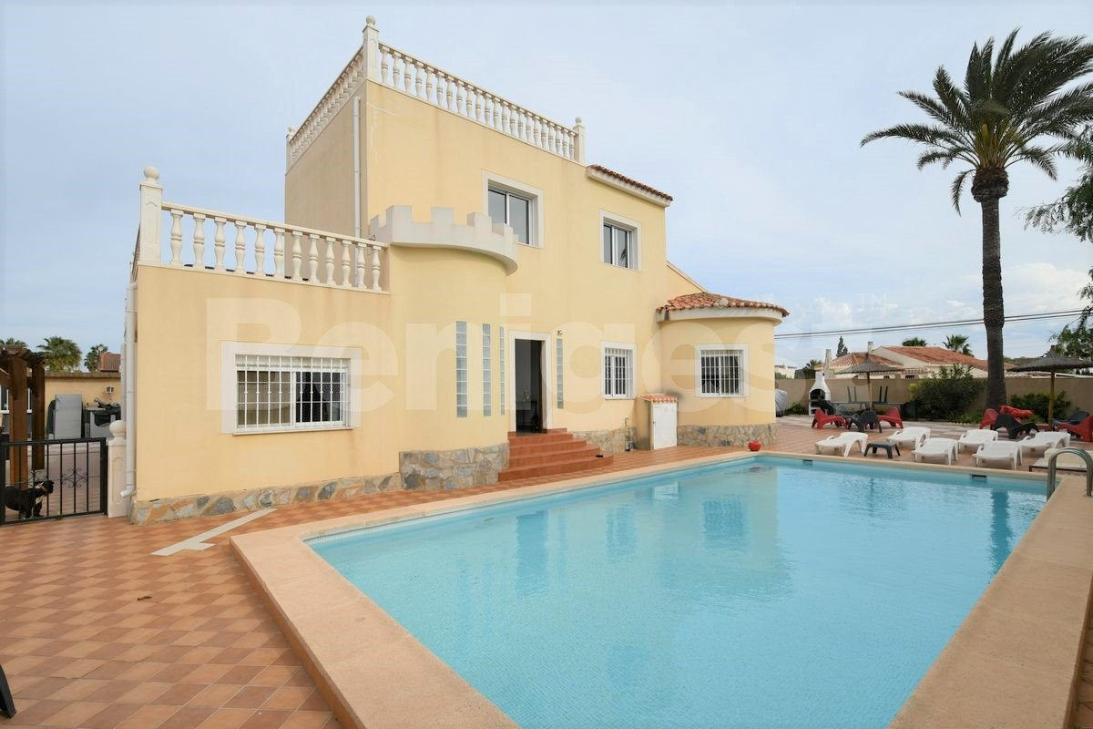 Large detached villa available for B&B