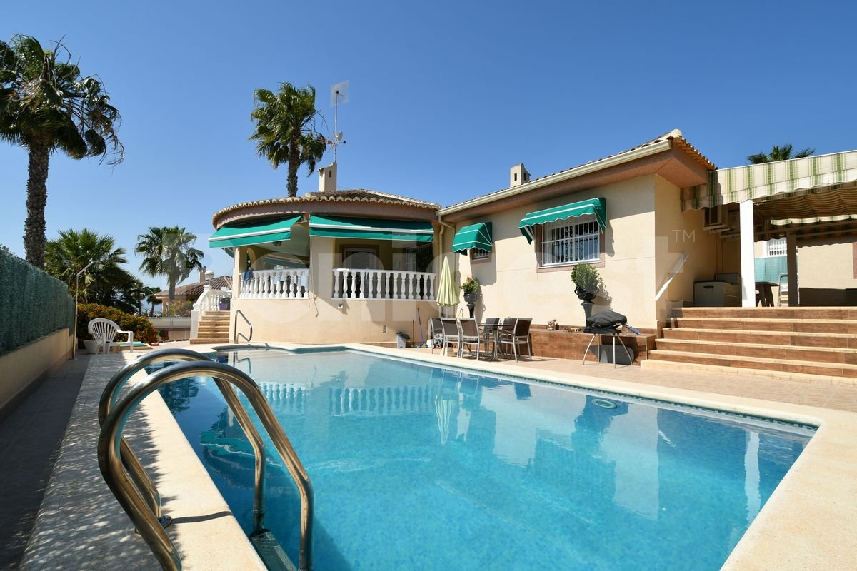 Villa in Benimar