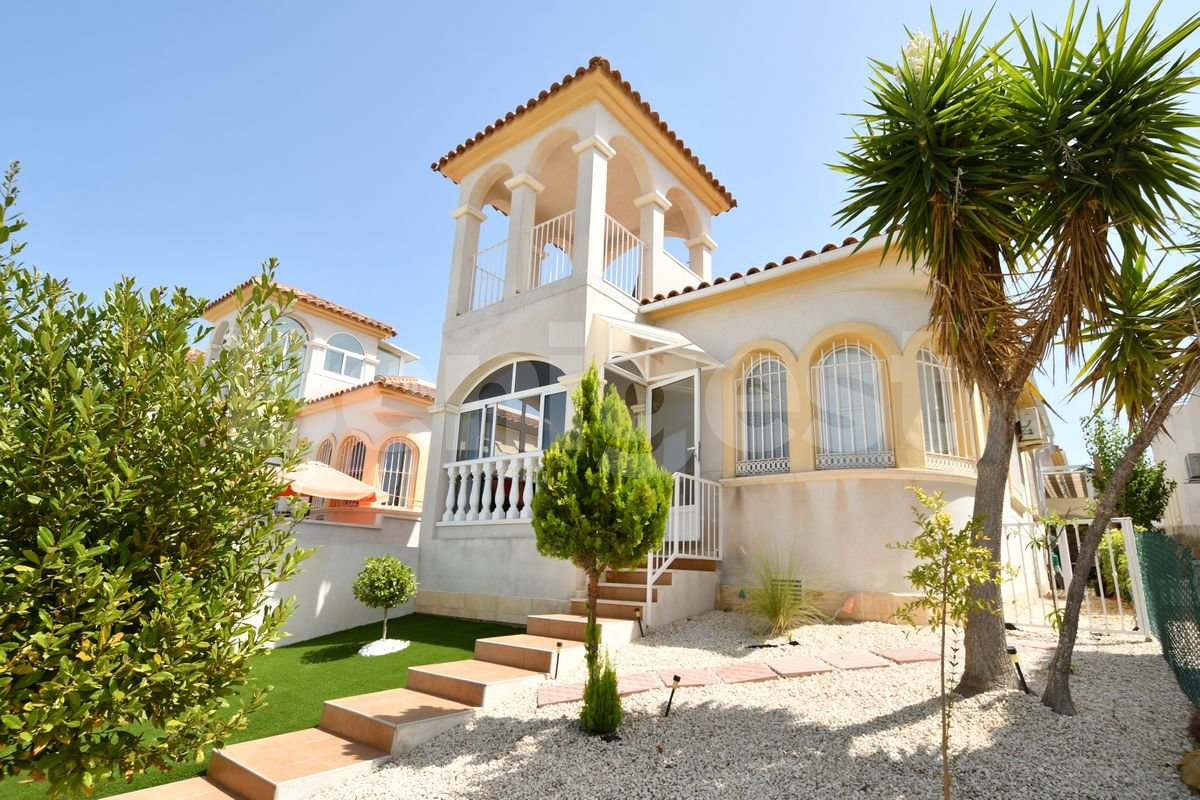Detached villa in Benimar