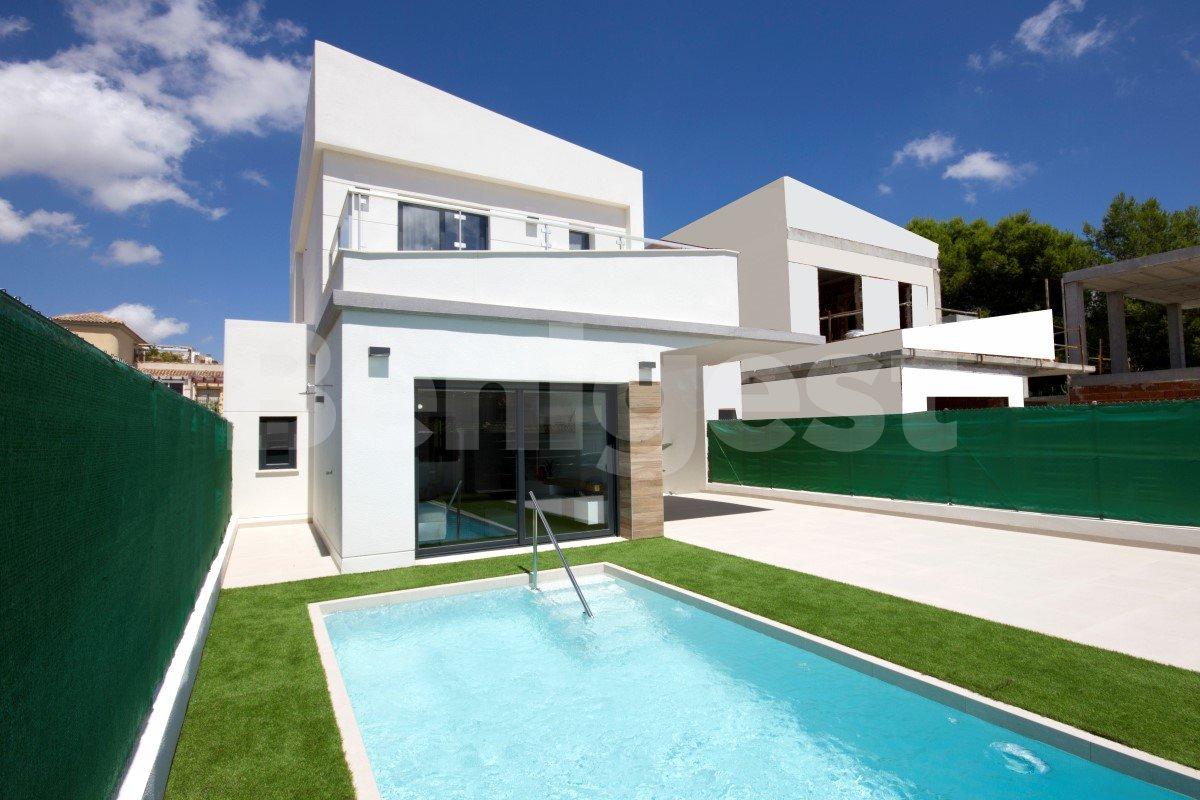 Luxury three bedroom detached villas