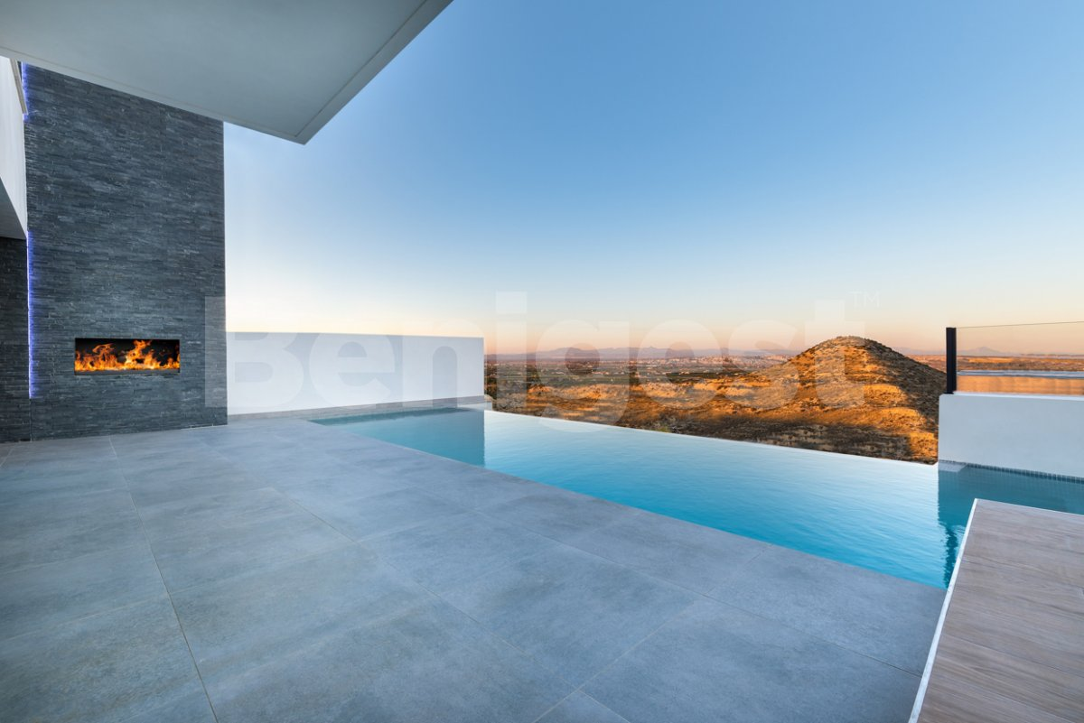 Stunning new detached villa with private infinity pool