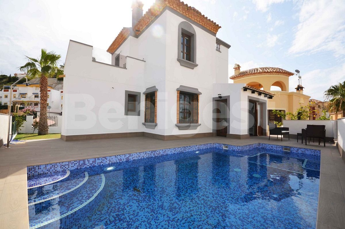 Front  line golf detached villa in Rojales
