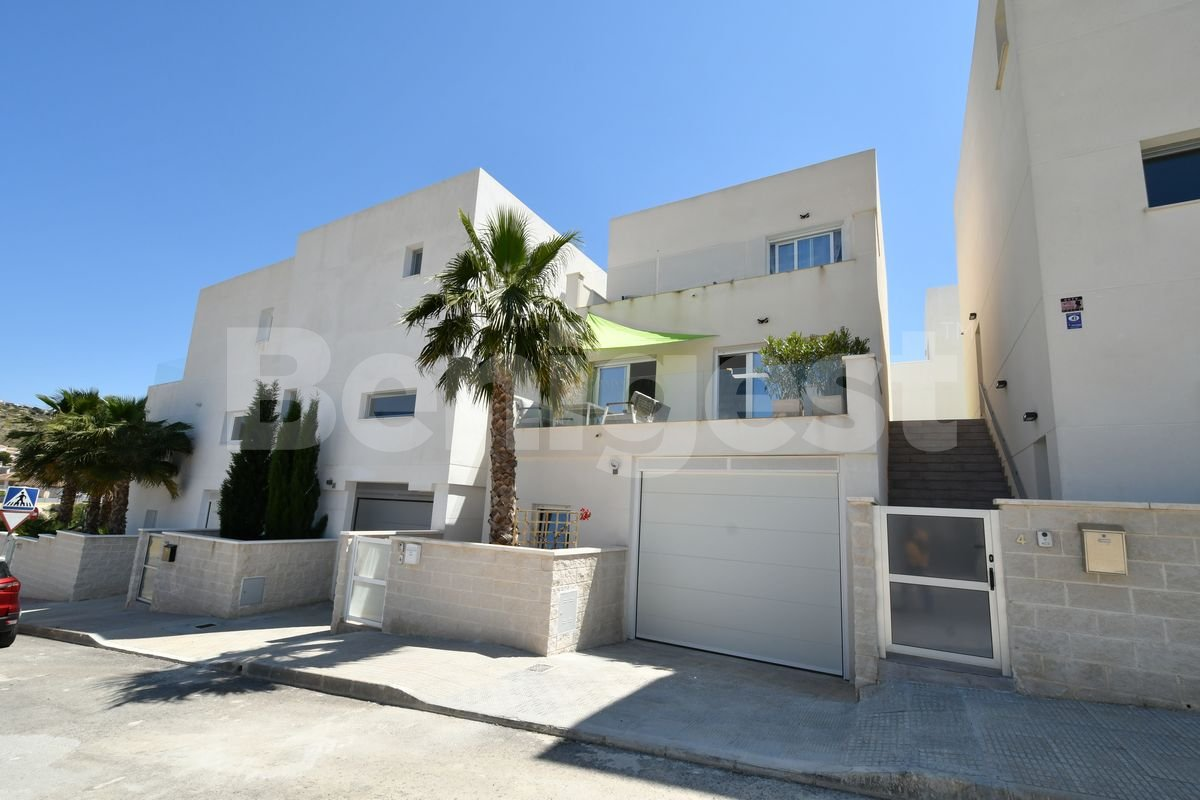 Detached villa with communal pool