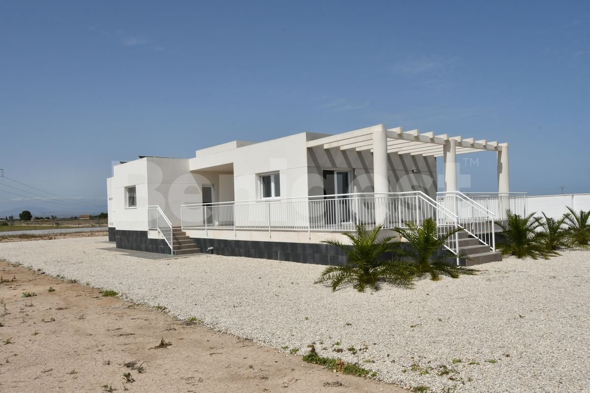 Modern detached villa in the country
