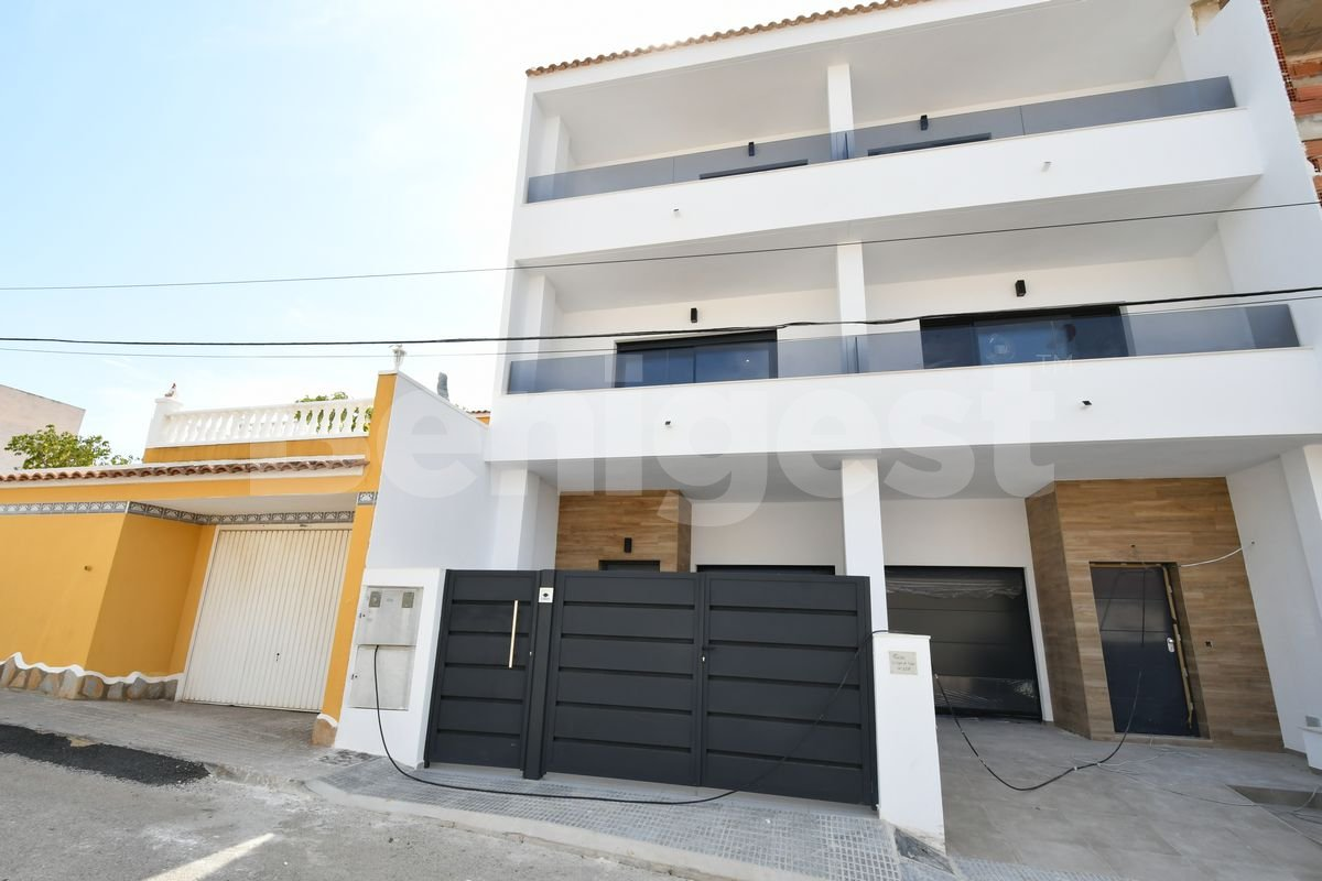 Four bedroom modern townhouse