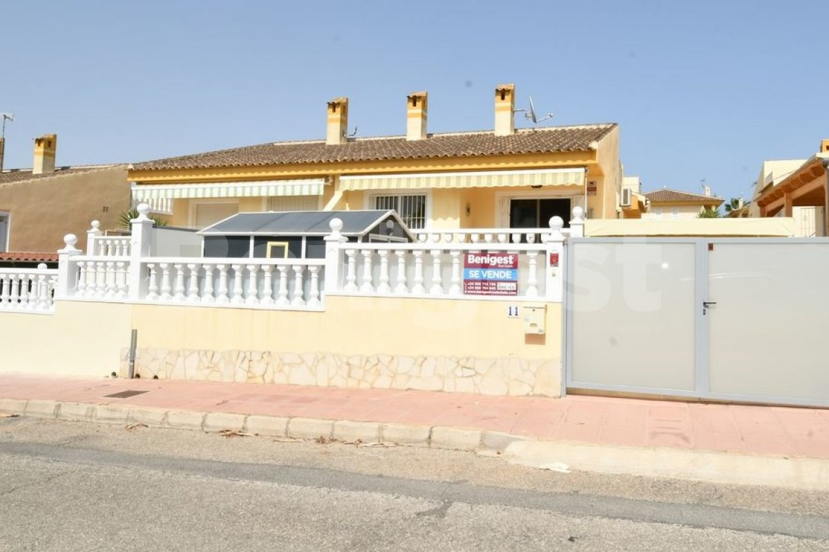 Semi detached villa very close to amenities