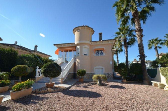 Beautiful detached villa inland