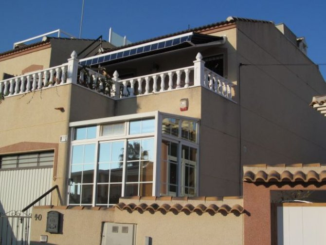 Large 3 bedroom end townhouse with jacuzzi