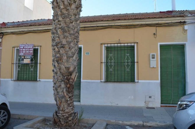 Traditional Spanish style townhouse, commercial use optional