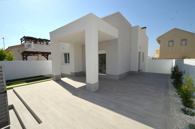 Stunning new build in Benimar