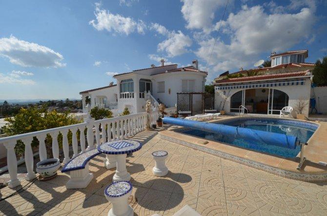 Superb 5 bedroom villa with lake views
