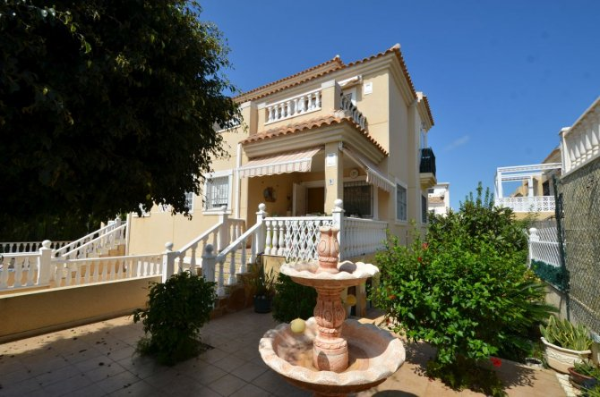 Semi detached villa by the sea with a separate apartment