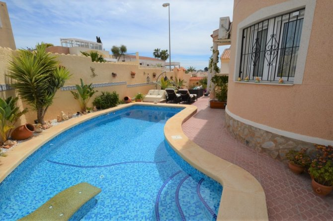 Fabulous corner detached villa
