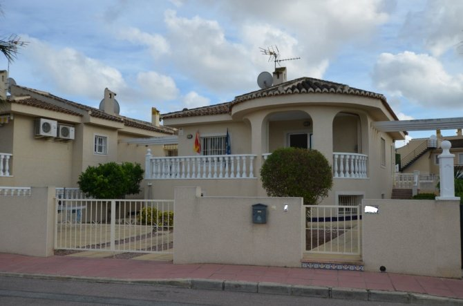Detached 4 bedroom villa great location
