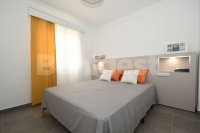 Refurbished first floor apt with private solarium (8)