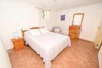 Semi detached with private pool and garage (10)