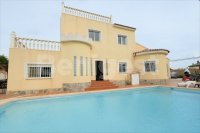 Large detached villa available for B&B (21)
