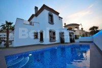 Front  line golf detached villa in Rojales (14)