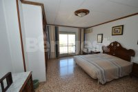 Large 4 bedroom townhouse with private solarium  (14)