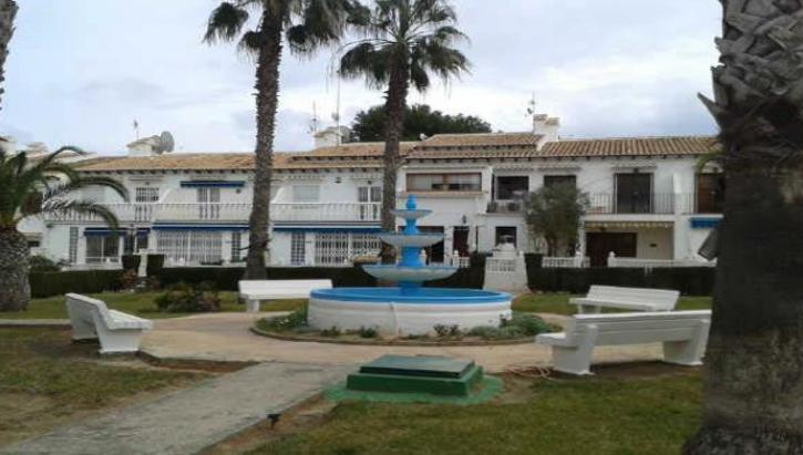 Casas manuel townhouse in urb lago jard n torrevieja for Lago jardin torrevieja