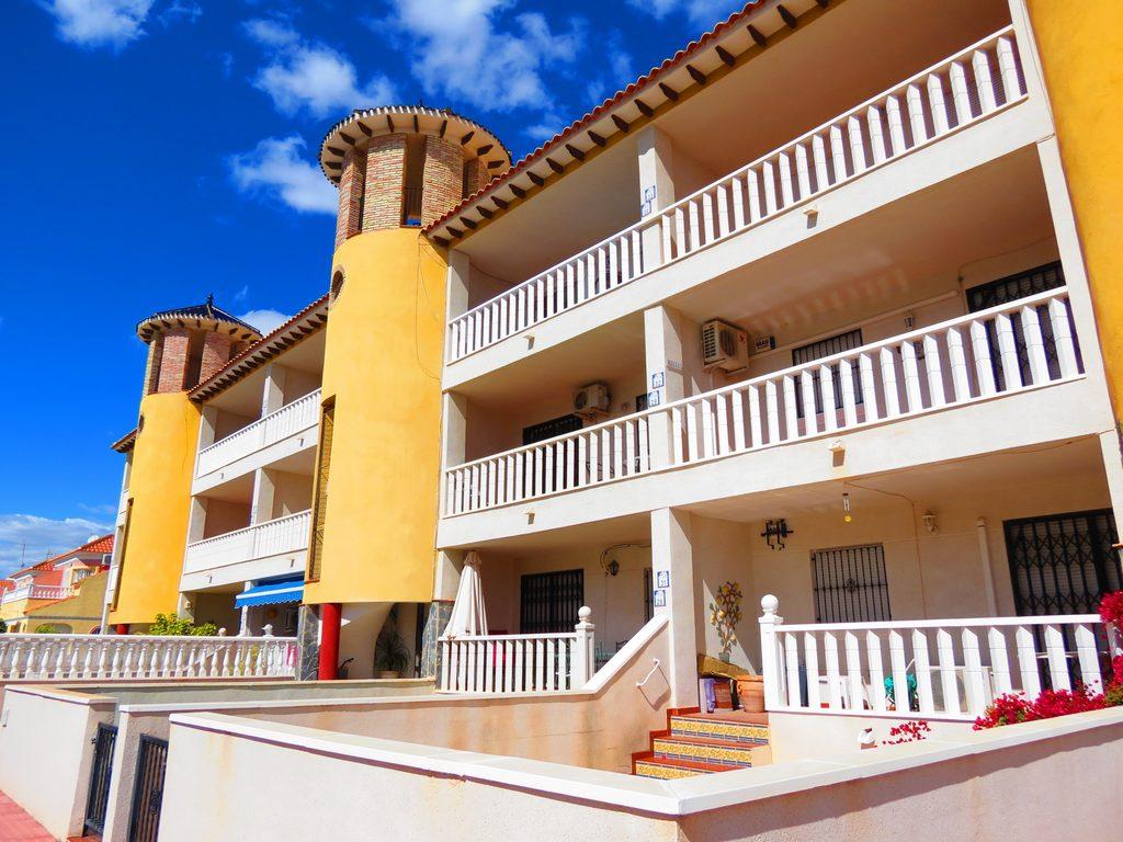 South-Facing Pinada Golf II Apartment