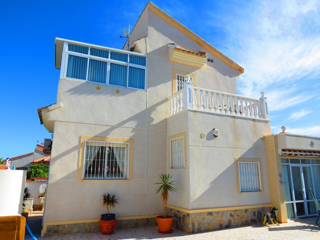 3 Bed South-Facing Villa With Pool
