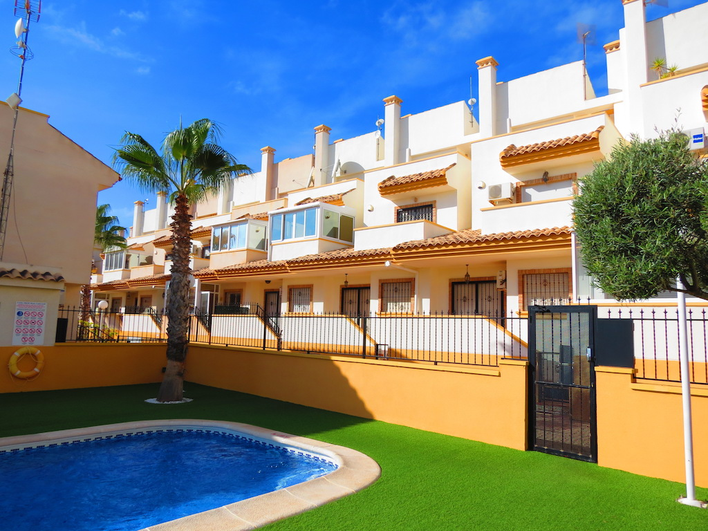 3 Bed Townhouse with Pool + Sea Views