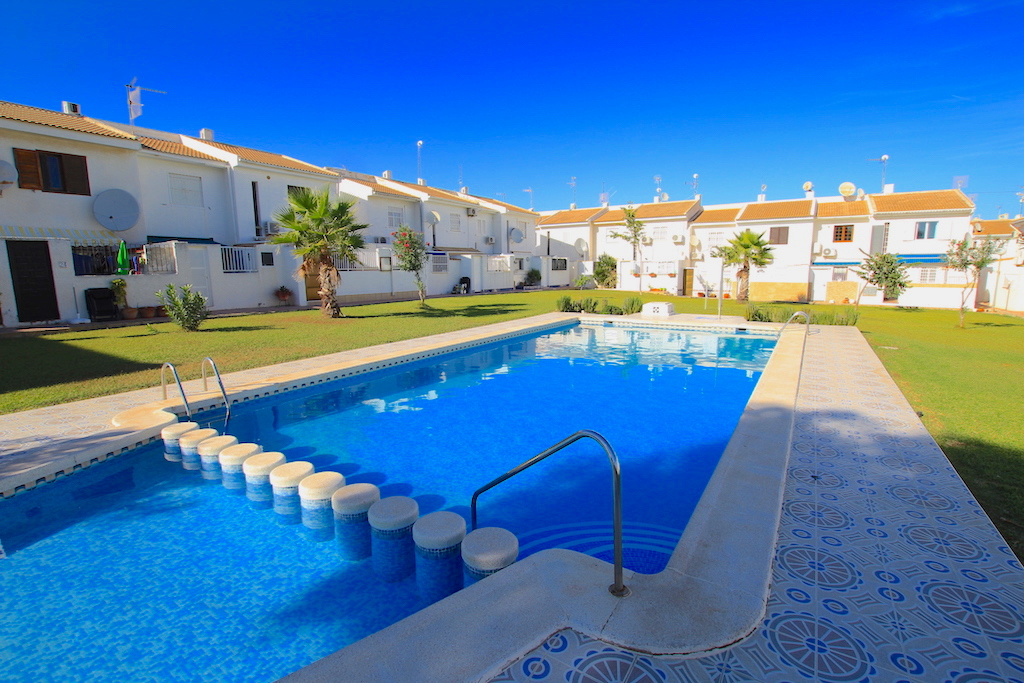 Attractive Coastal Townhouse - Walking Distance to Playa Los Locos