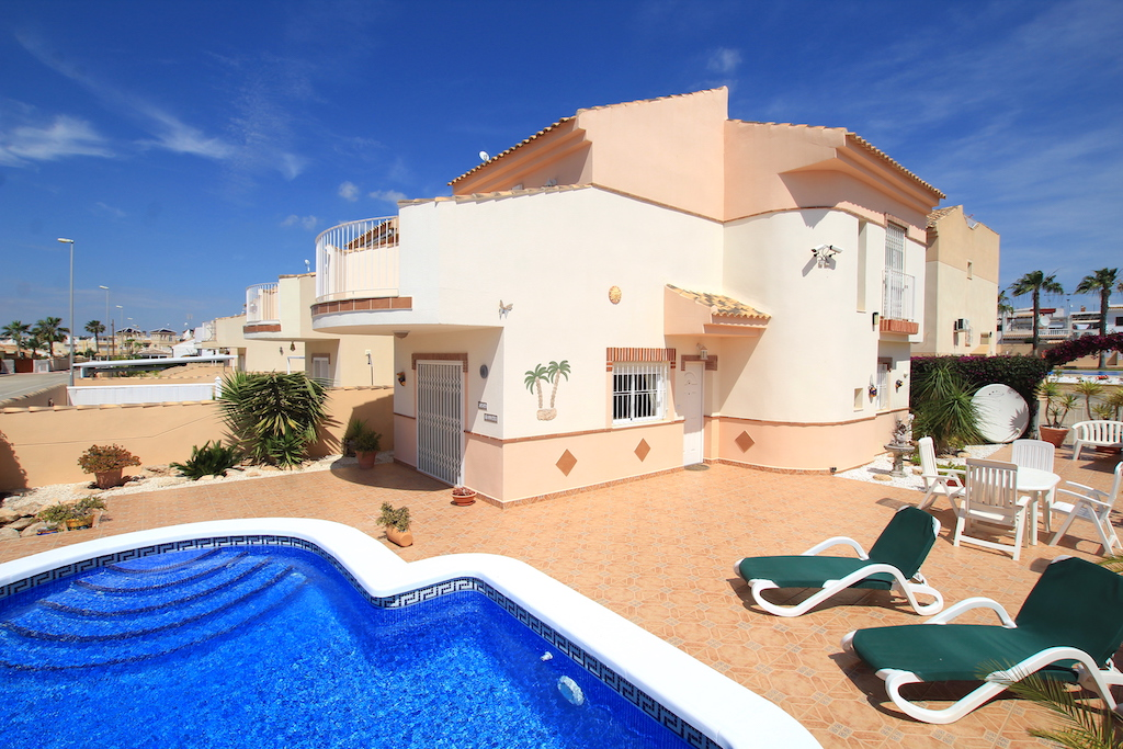 Delightful South-Facing Detached Villa With Private Pool