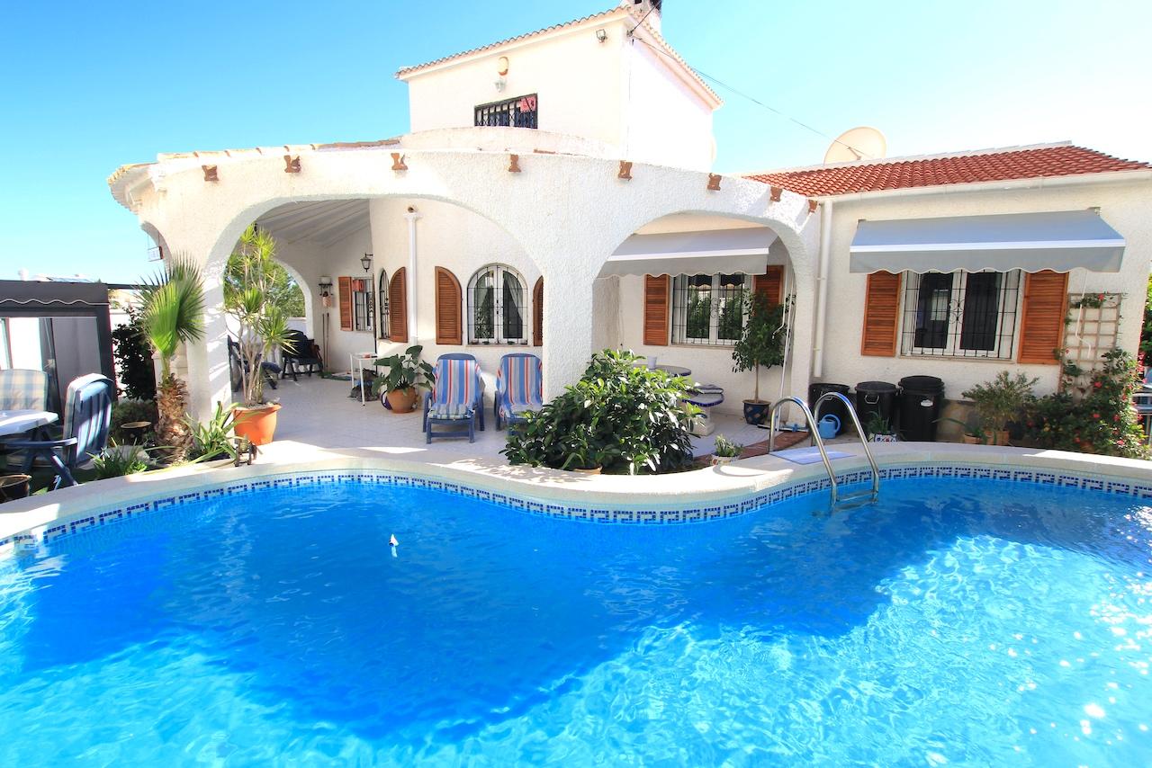 Wonderful 4 Bed Mediterranean-Style Villa
