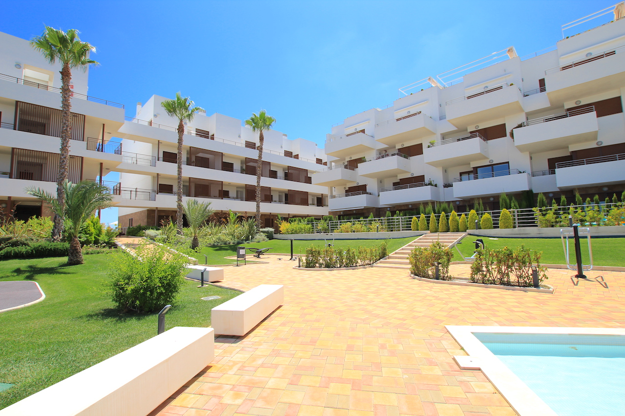 Luxury 1st floor Apartment With Sea Views!