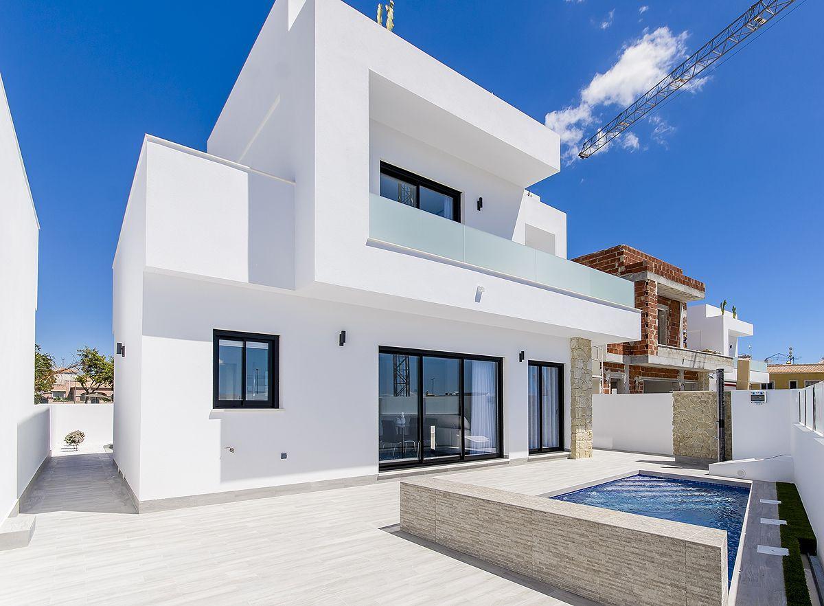 Large Villas in La Herrada