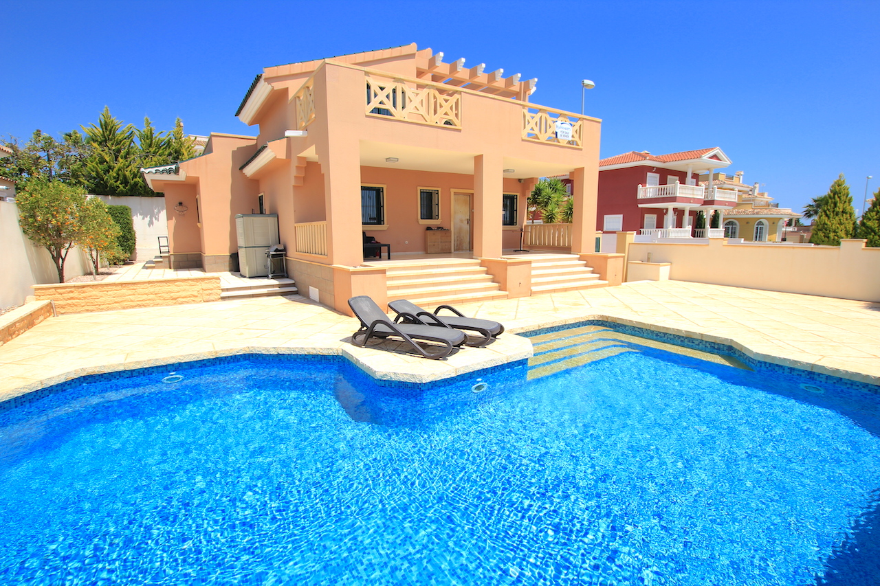 Stunning 4 Bed Villa with Sea + Salt Lake Views!