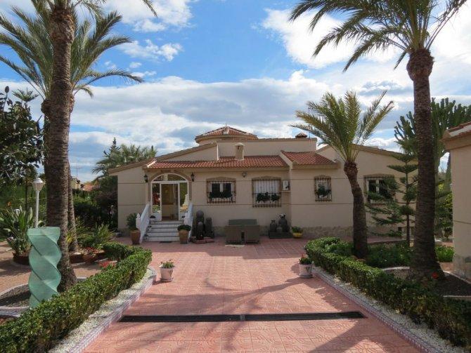 Luxury Villa - Central Quesada