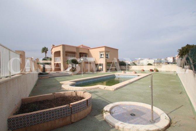 2nd Line Villa with Sea Views