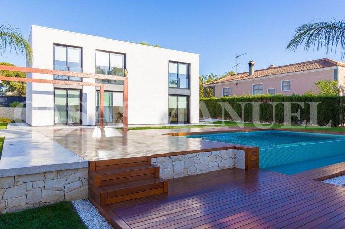 Luxury Detached Villa in Los Balcones