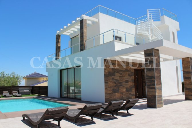 Luxury 5 Bed Villa with Views