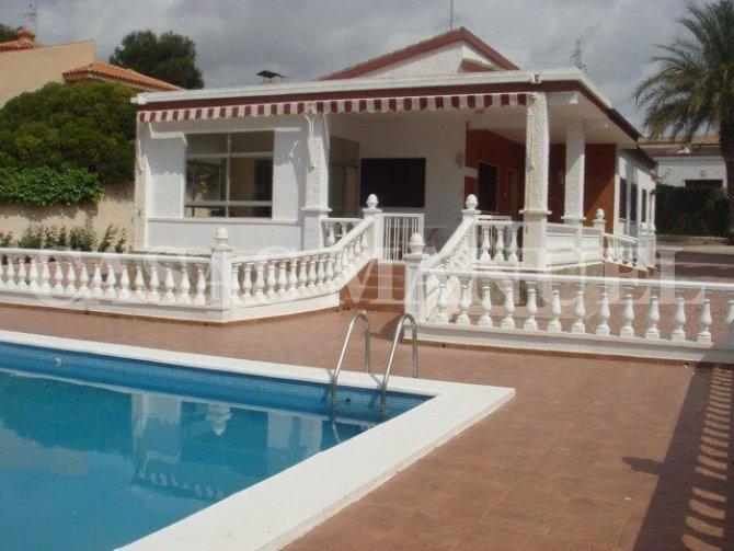 Villa in Central Quesada full of Potencial