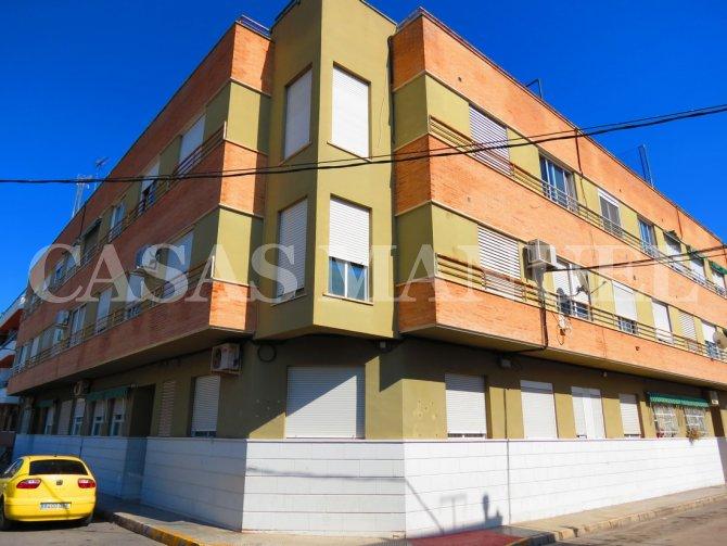 Bargain 3 Bed Top-Floor Apartment