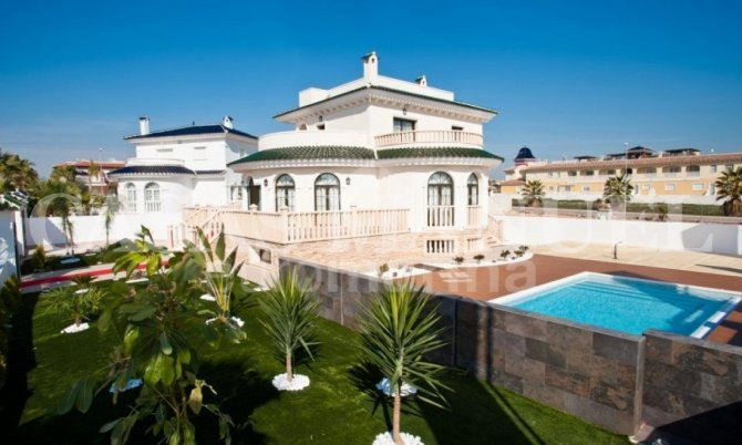 Stunning Large Villa in Doña Pepa