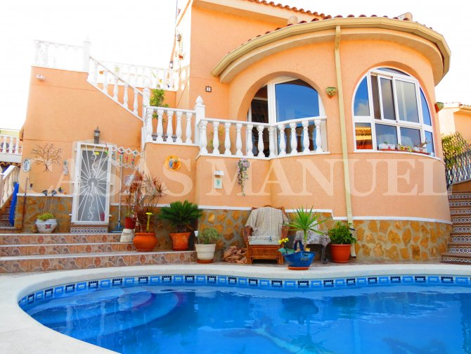 Luxury 3 Bed / 2 Bath Villa with Pool