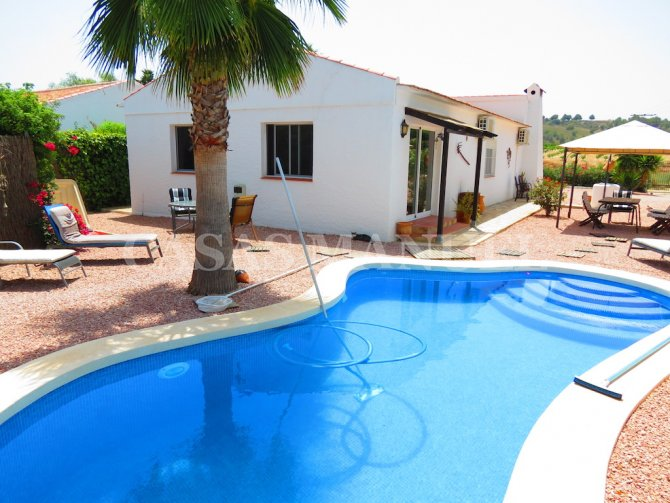 Traditional 4 Bed Cottage with Private Pool