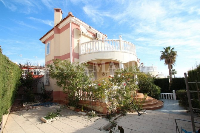 Charming Detached Villa in Los Altos