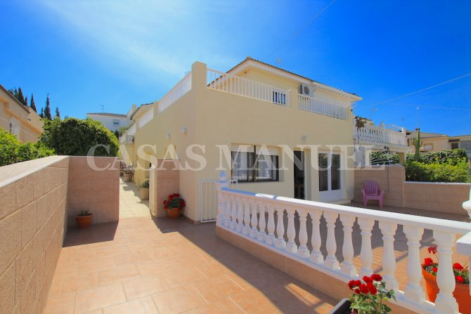 Large 4 Bed Split-Level Semi Detached Villa