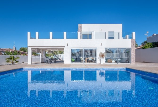 Stunning Villa With Pool In Ciudad Quesada