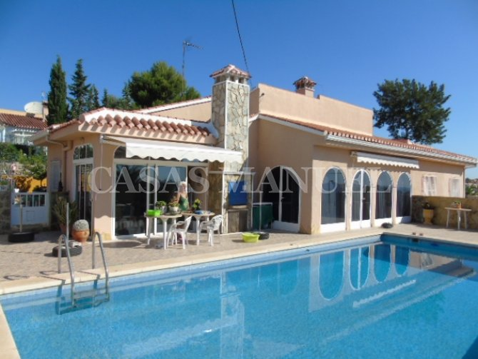 Detached Villa with Large Plot